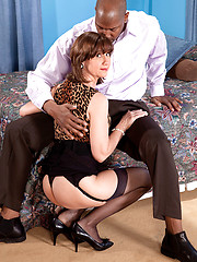Mature Elle\\\\\\\'s Back For A Creampie