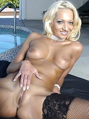 Hot Blonde MILF tackled big wang!