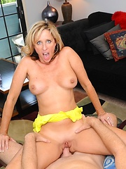 This horny housewife is a MILF-lover\\\\\\\'s wet dream cum true!