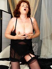 Horny older slut still loves to get jizzed!
