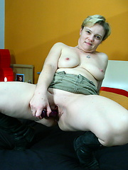 Short-haired mom playing with her smooth pussy