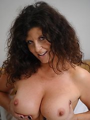 Well looking mature in black stockings like her hole