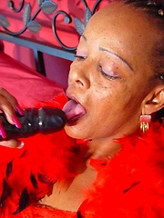 Black mature Nesa plating with sex toy