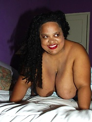 Fat ebony woman Nila share her big sized body