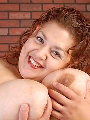Big boobs chubby honey solo posing