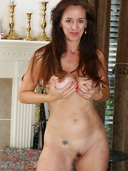 Steamy American housewife shows off her dirty side