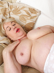 British mature BBW playing with her toyboy