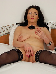 Horny mature slut playing with her wet juicy pussy