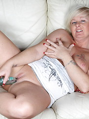 Horny blonde mature slut doing herself on the couch