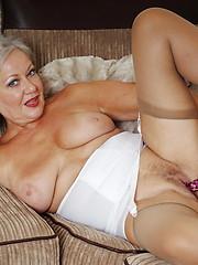 Naughty mature slut getting very dirty bu herself