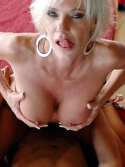 MAture hottie gets her pussy banged