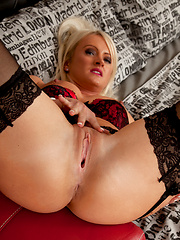 Horny blonde housewife shows us her gaping privates