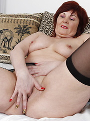 Big booty mature mama playing with her toys
