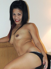 Wild Filipina chick swallows foreign jizz with a smile