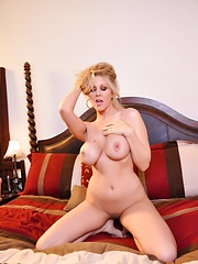 Julia Ann Forever Sexy Pics - Julia Ann shows off her beautiful body in her bedroom