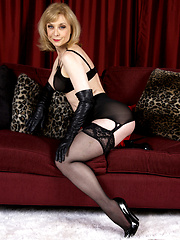 Nina Hartley strips off black lingerie and fingers her pussy