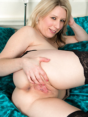 Horny mommy spreads her soft shaved pussy lips