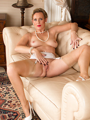 Bigtit MILF finger fucks her shaved pussy and cums