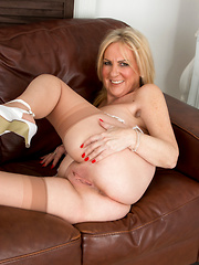 Hot blonde mommy spreads her soft shaved pussy
