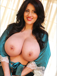 mature porn model Antonella Kahllo