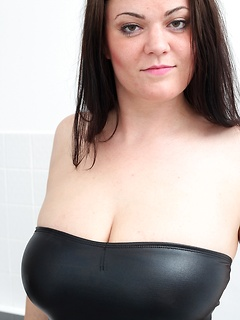 mature porn model Amy Lovelace